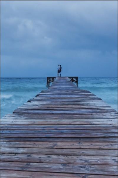 Steg ins Meer mit 2 Personen