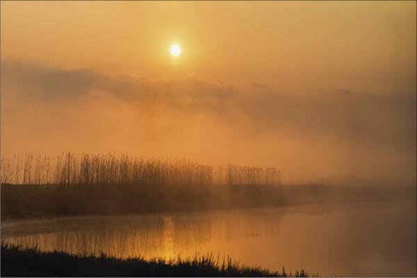 Sonnenaufgang über dem Wasser 1