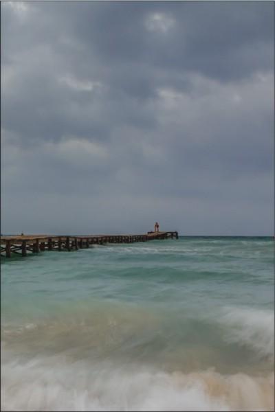 Steg ins stürmische Meer 2