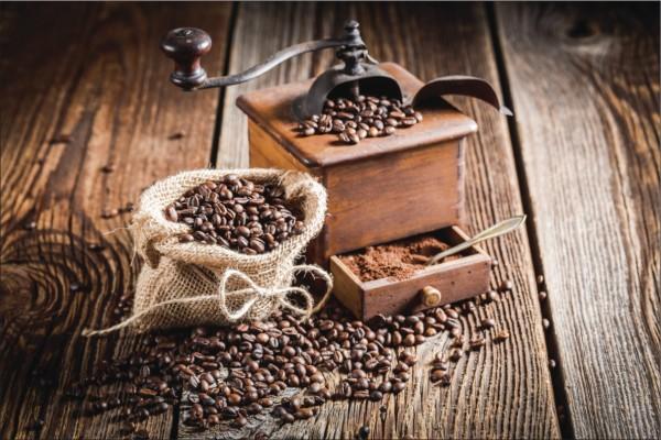 Kaffemühle mit Bohnen